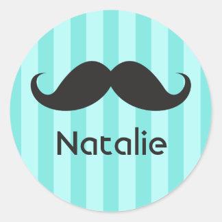 Nombre negro divertido de la aguamarina del bigote pegatina redonda