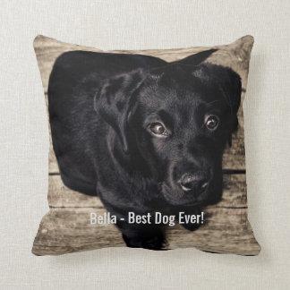 Nombre negro personalizado de la foto del perro almohada