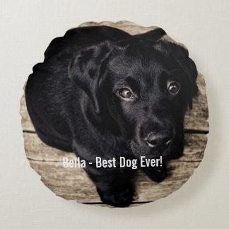 Nombre negro personalizado de la foto del perro cojín redondo