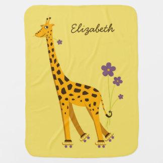 Nombre patinador lindo y divertido de la jirafa mantas de bebé