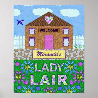 Nombre personalizado choza de señora Lair Woman Póster