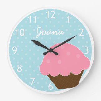 Nombre personalizado lunar azul rosado de la magda reloj redondo grande