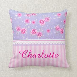 Nombre rosado rosado femenino lindo del cojín