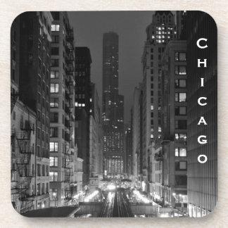 Nombre vertical céntrico de la ciudad de Chicago Posavasos De Bebidas