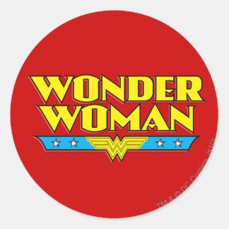 Nombre y logotipo de la Mujer Maravilla Pegatina Redonda