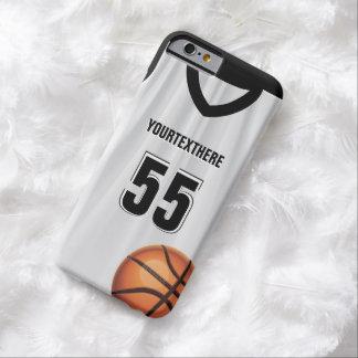 Nombre y número negros del vestido del baloncesto funda de iPhone 6 barely there