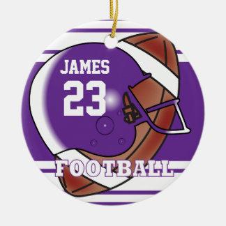 Nombre y número púrpuras y blancos del fútbol el | adorno navideño redondo de cerámica
