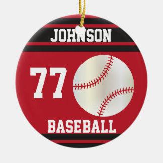 Nombre y número rojo oscuro y negros del béisbol adorno navideño redondo de cerámica