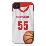 Nombre y número rojos del vestido del baloncesto iPhone 4 Case-Mate cárcasa
