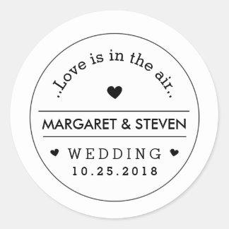Nombres de encargo y fecha del boda negro y blanco pegatina redonda