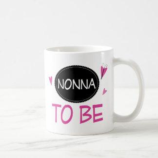 Nonna a ser tazas de café