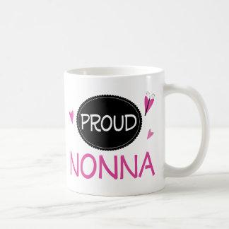 Nonna orgulloso taza básica blanca