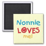 Nonnie me ama las camisetas y los regalos imanes de nevera