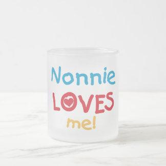 Nonnie me ama las camisetas y los regalos taza de cristal