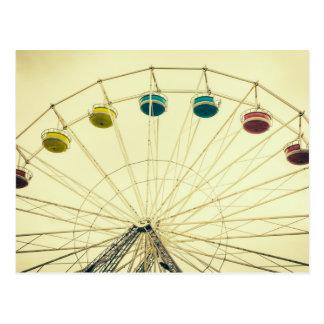 Noria colorida, fotografía verde tarjeta postal