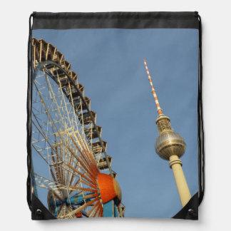 Noria con la torre de Berlín TV, Alex, Alemania Mochilas