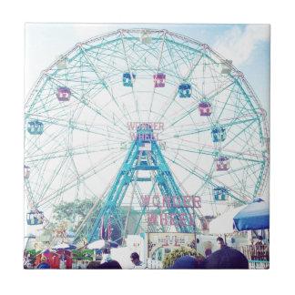 Noria de Coney Island Wonderwheel en verano Azulejo Cerámica
