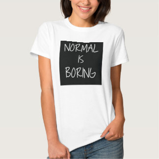 Normal es la camiseta aburrida, camiseta de la playera