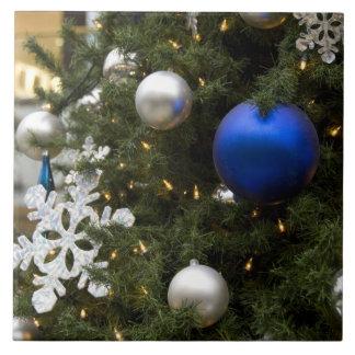 Norteamérica. Decoraciones del navidad en árbol Azulejo Cuadrado Grande