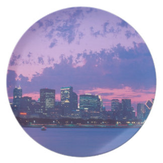 North America, USA, IL. Chicago skyline at dusk Plate