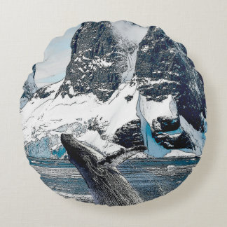 Northern Humpback Round Pillow