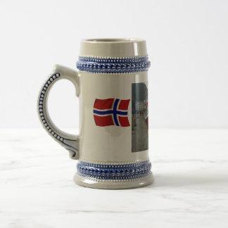 Noruega, barco pesquero del agua profunda jarra de cerveza
