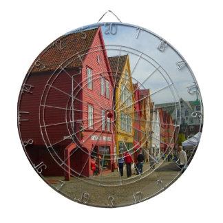 Noruega Bergen casas pintadas en la costa Tabla Dardos