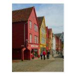 Noruega, Bergen, casas pintadas en la costa Postal