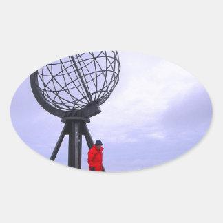 Noruega, cabo del norte, símbolo del globo calcomanías ovaladas