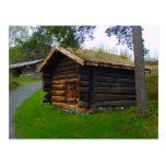 Noruega, choza de madera en el alto verano pasta postales