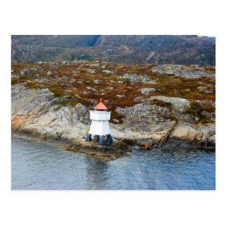 Noruega, faro en la boca de un fijord postales