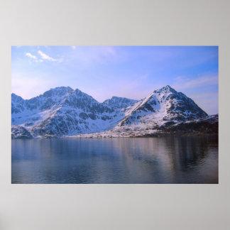 Noruega, nieve en las montañas póster