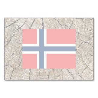 Norwegian flag on tree bark table cards