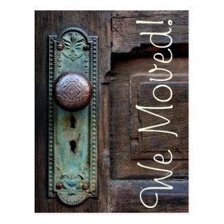 ¡Nos movimos!  Botón de puerta viejo Tarjeta Postal
