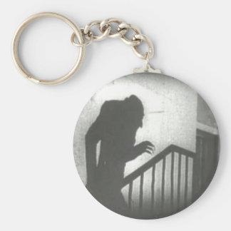 Nosferatu que se arrastra las escaleras llavero redondo tipo pin