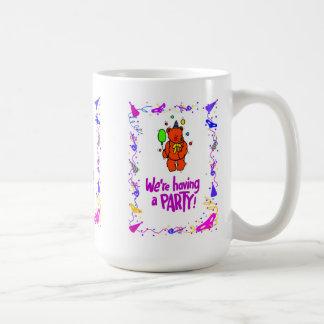 "Nosotros "" con referencia a tener un fiesta, oso taza clásica"