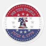 Nosotros gente el 4 de julio de 1776 Bell con 13 y Pegatina Redonda