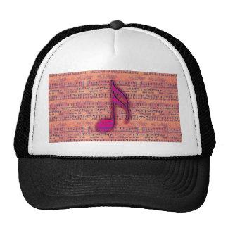 Nota musical de moda femenina sobre partitura gorros bordados