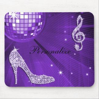 Nota y tacón de aguja púrpuras brillantes de la mú alfombrillas de ratón