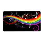 Notas blancas de la música del arco iris sobre etiqueta de envío