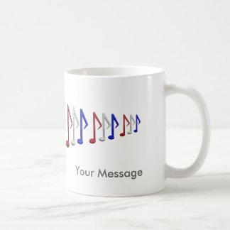 Notas blancas y azules rojas de la escala de la taza de café