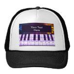 Notas coloridas del teclado y de la música de pian gorros bordados