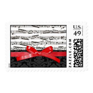 Notas de la música y falsa cinta roja