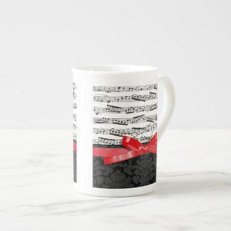 Notas de la música y falsa cinta roja taza de porcelana
