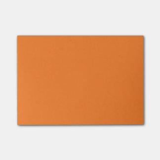 Notas de post-it anaranjadas de la fiambrera nota post-it