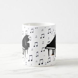 Notas del piano de cola y de la música taza básica blanca