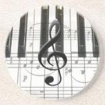 Notas del teclado y de la música de piano posavasos cerveza