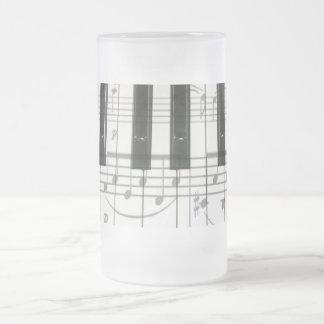 Notas del teclado y de la música de piano taza cristal mate
