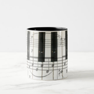Notas del teclado y de la música de piano taza de dos tonos