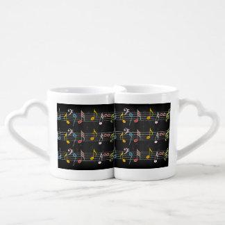 Notas fabulosas de la música sobre negro set de tazas de café